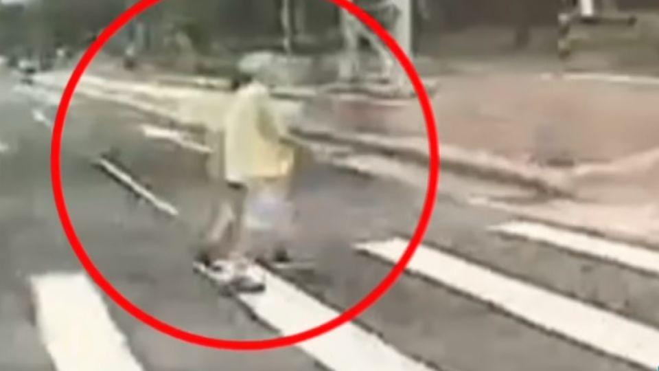 疑視線死角 公車撞飛晨運夫妻 妻為救夫亡