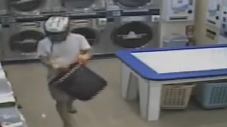 男子闖洗衣店潑漆 疑停車糾紛心生不滿