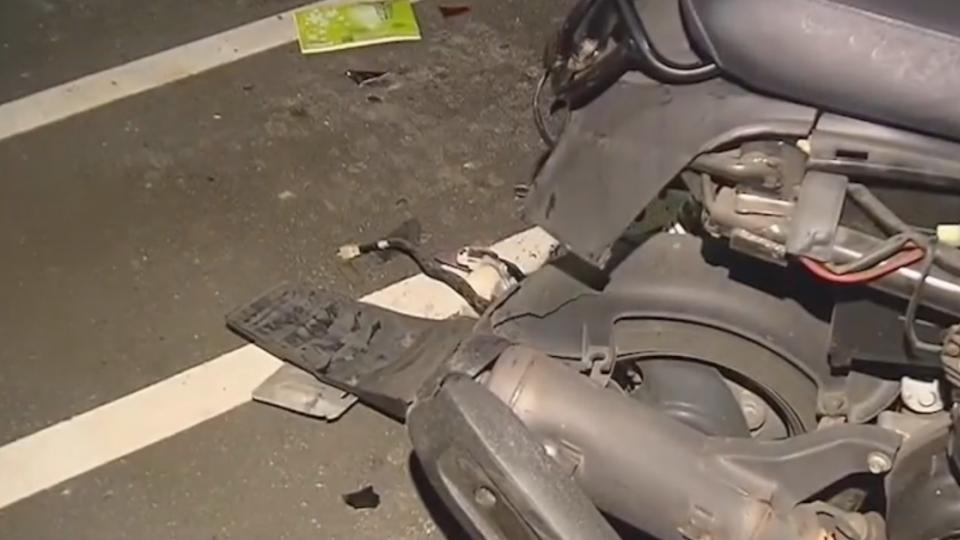 疑疲勞駕駛!轎車撞進機車格毀11車4傷