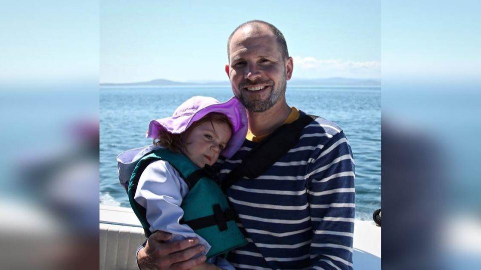 2歲女還在後座…勇父抵死不交車鑰匙 遭歹徒2槍轟頭亡