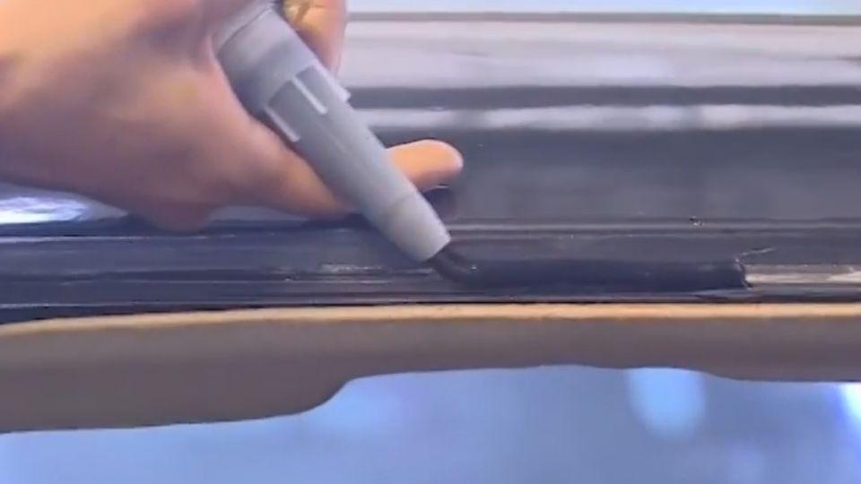 撞擊車窗破 汽車業者:車窗未使用PU膠黏著