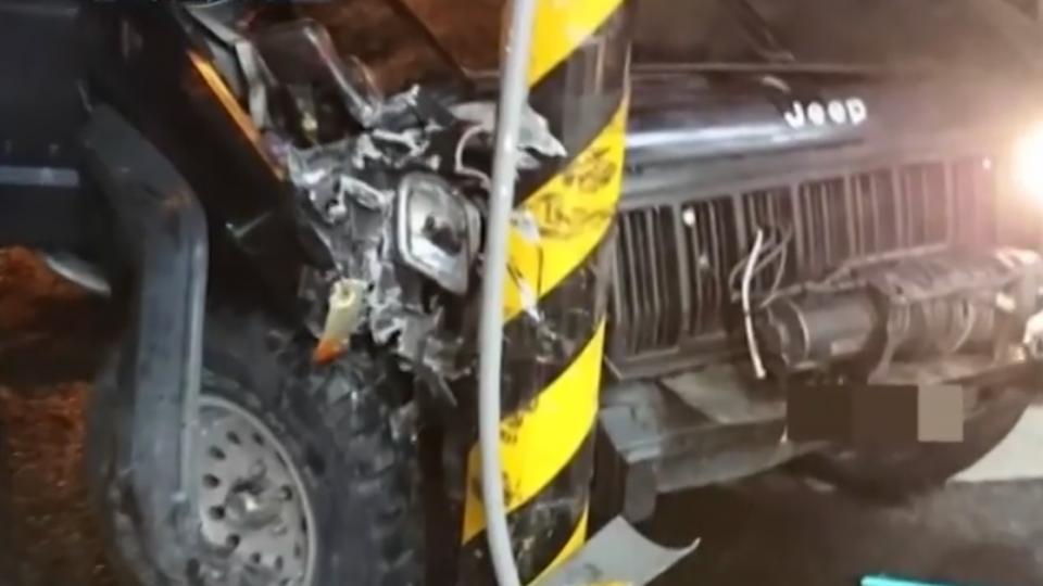 槍毒男拒盤查開車逃逸 自撞電線桿遭逮