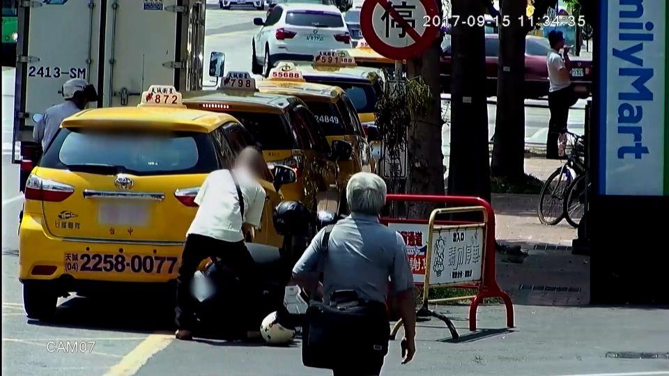 小黃壓機車逕自離 目擊者:搶載客又躲違規