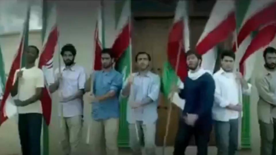 疑伊朗募兵廣告!國旗掀巨浪擊沉美軍