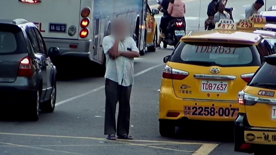 三格計程車格搶翻! 運將控某車隊「霸占搶客」