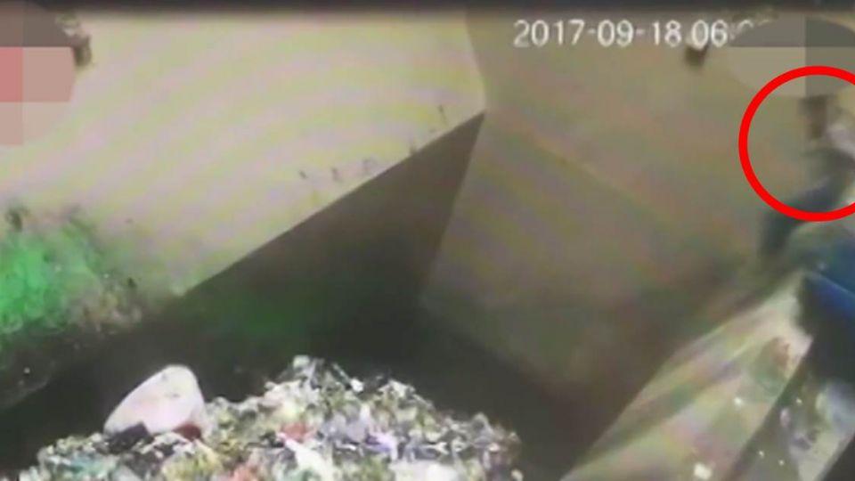 【影片】「垃圾車」輕輕一碰…工人慘遭活埋 駭人畫面曝光