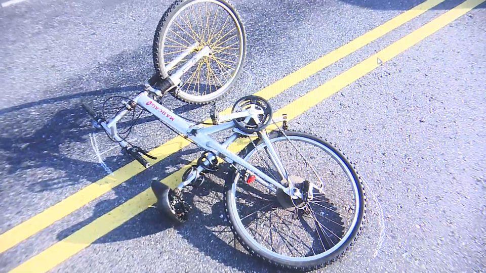 差20公分遭公車輪輾過! 六旬翁騎單車遭撞飛