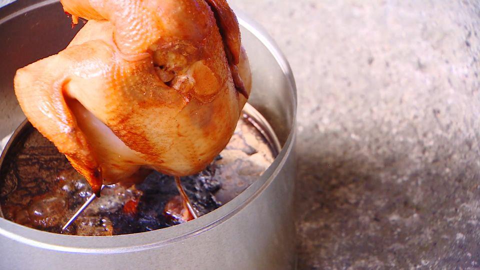 烤肉架推「環保」 號稱五分鐘內組裝+生火
