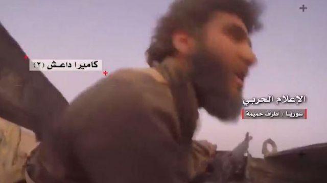 垂死掙扎!IS士兵自拍「砲轟瞬間」 驚喊:坦克在右邊…被炸飛