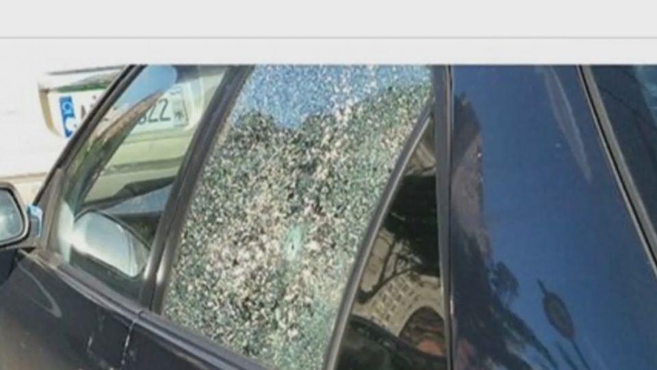 疑試槍! 同路段多輛車玻璃毀損 留「貫穿」圓孔