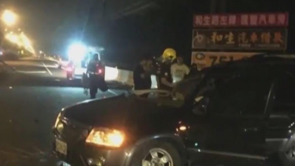 偷開父車載友吃消夜 17歲少年自撞5傷