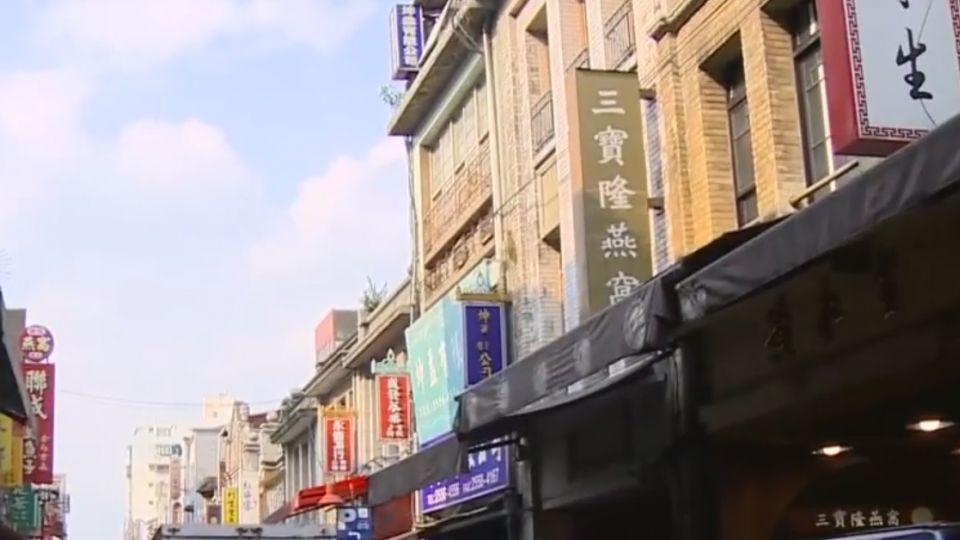 「中華民國美學」升級 迪化街老宅被招牌蓋掉