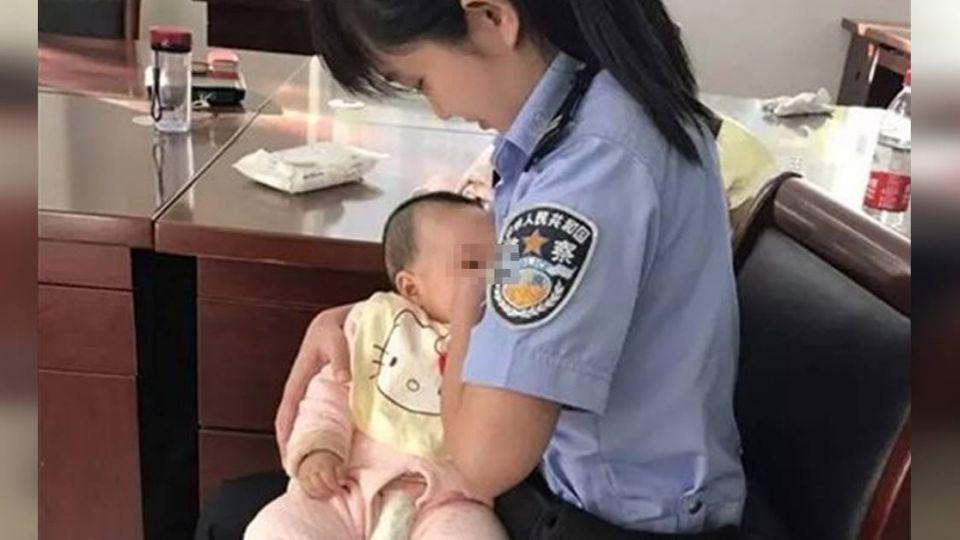 4月大嬰陪出庭餓哭…女法警解衣哺乳 被告母感動懺悔