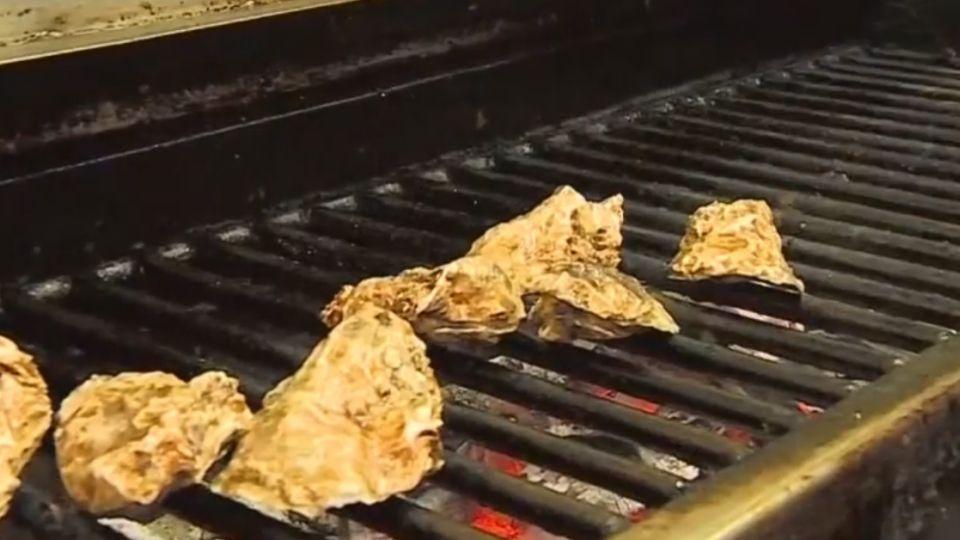 這樣才夠味!烤魚薑蔥提味 香腸不用牙籤戳
