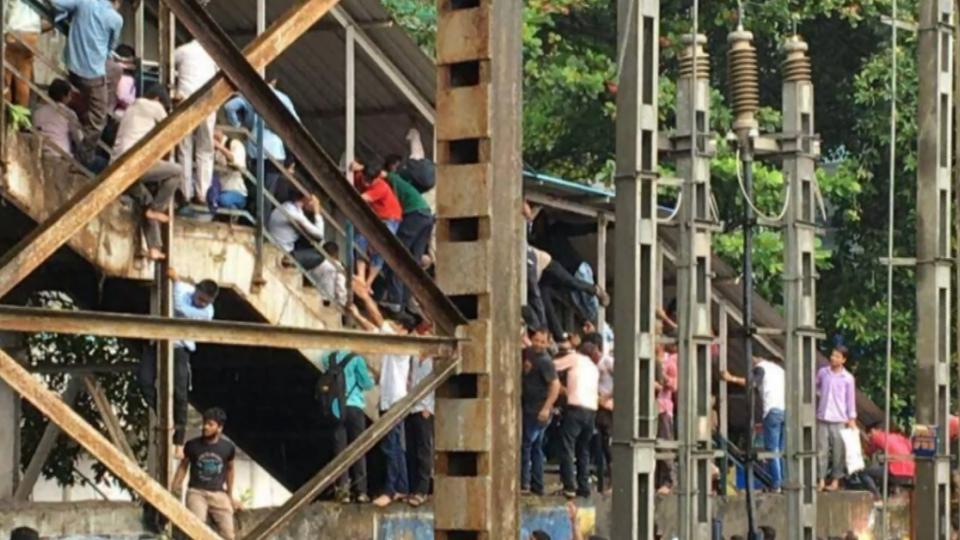 孟買車站天橋人踩人 至少32死27傷