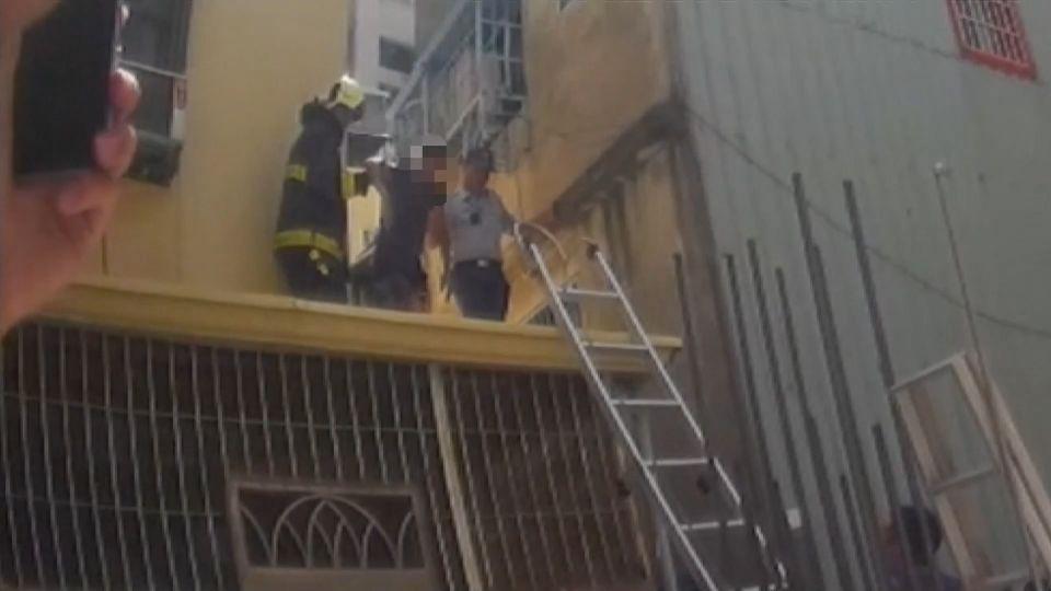 抗議司法不公 爬四樓屋頂要當「跳跳男」