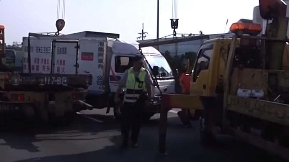 國道防眩板施工作業 未注意車前狀況釀禍
