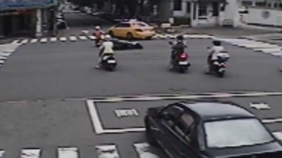闖紅燈害人摔車 計程車未碰撞仍算肇事