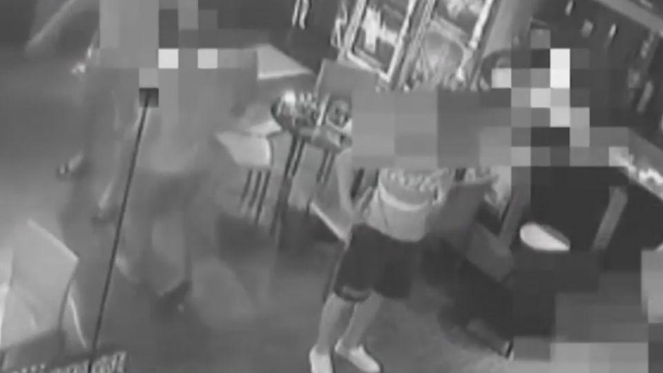 男夜店如廁罵「你故意關燈」 遭4人毆命危