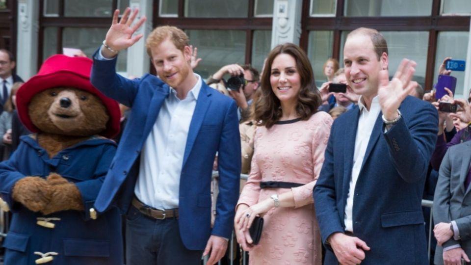 【影片】凱特王妃挺孕肚與熊起舞 優雅氣質藏不住