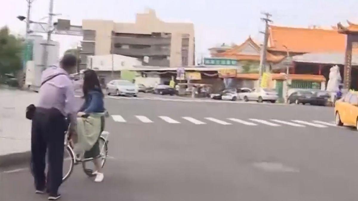 旗津電動車闖紅燈罰300元 陸客未知險嚇哭