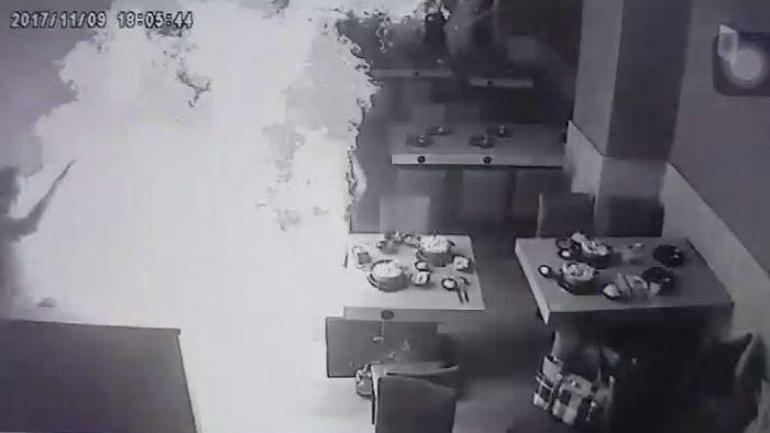 爆炸瞬間「曝光」!彰化火鍋店氣爆 員工換瓦斯慘變「火球」
