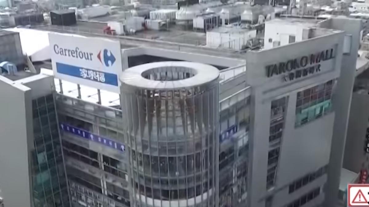 「從不同角度看城市」 玩家闖百貨頂樓危險空拍