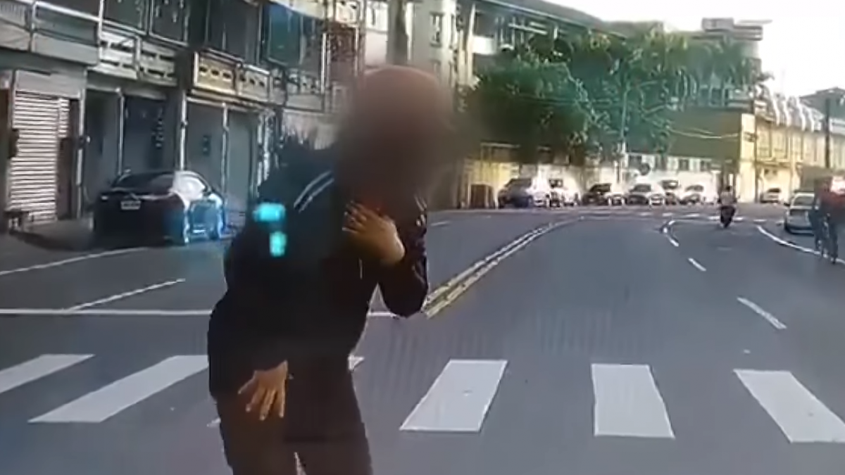 糊塗運將! 撞飛騎車婦 又打錯檔撞倒自己