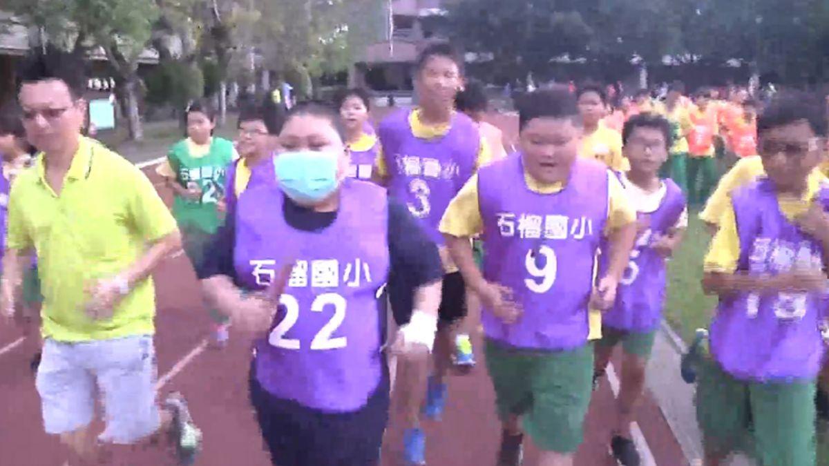【影片】住院一年多…血癌童想跑「大隊接力」 全班陪他跑完全程