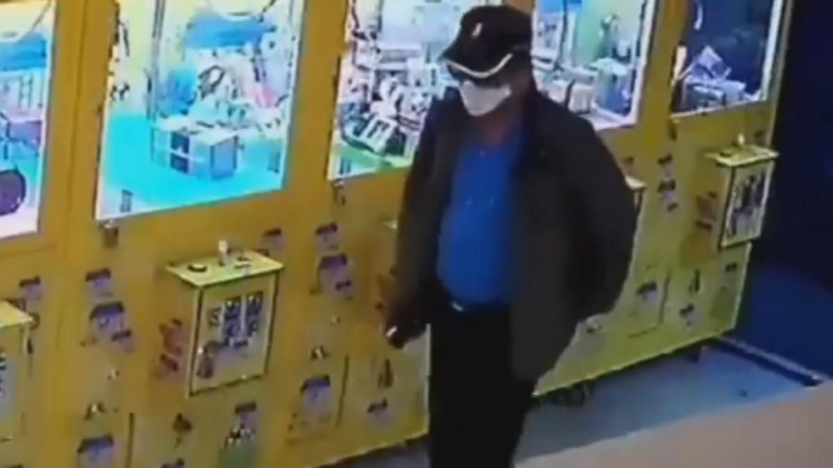 兌幣機呢? 娃娃機店剛補4萬硬幣 整台偷走