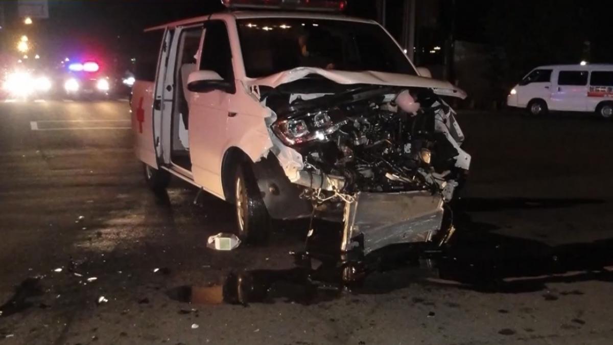 救人反被救 救護車被撞駕駛受傷急叩119