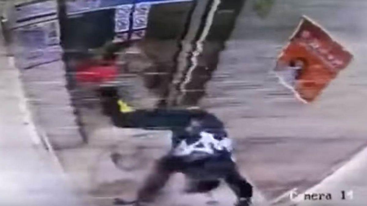 【影片】悲劇!女子暴怒狂踹電梯門 下一秒…現世報代價超大