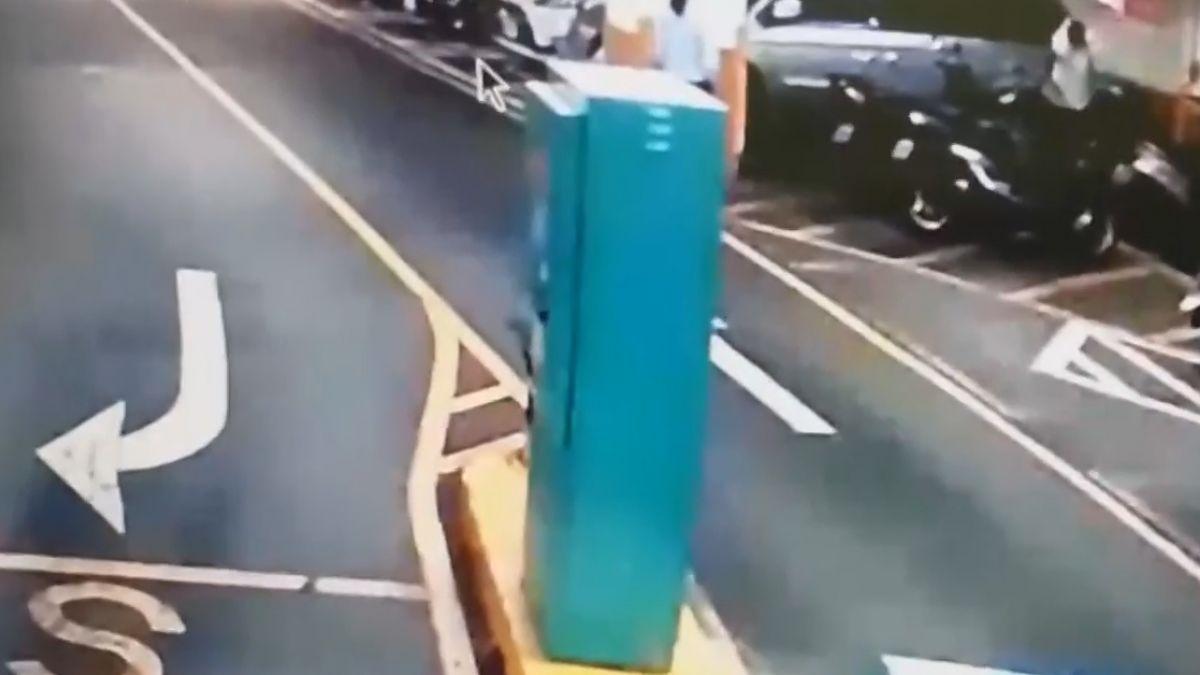 誤觸消防泡沫「瞞車主」刮除 400萬名車慘腐蝕