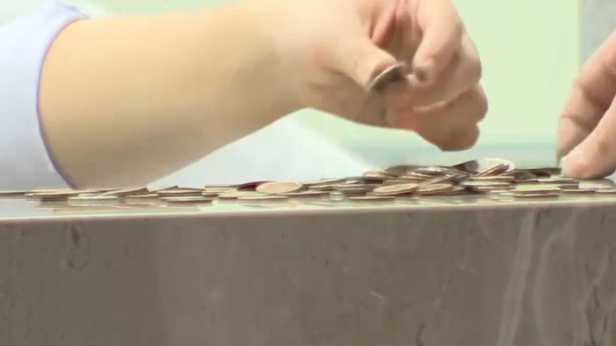 拿10萬「硬幣」還款 婦稱被銀行罵「撿垃圾的」