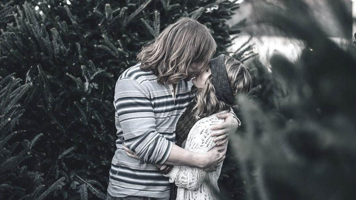 以為親親、抱抱就是性行為!15歲天真少女害慘男友…