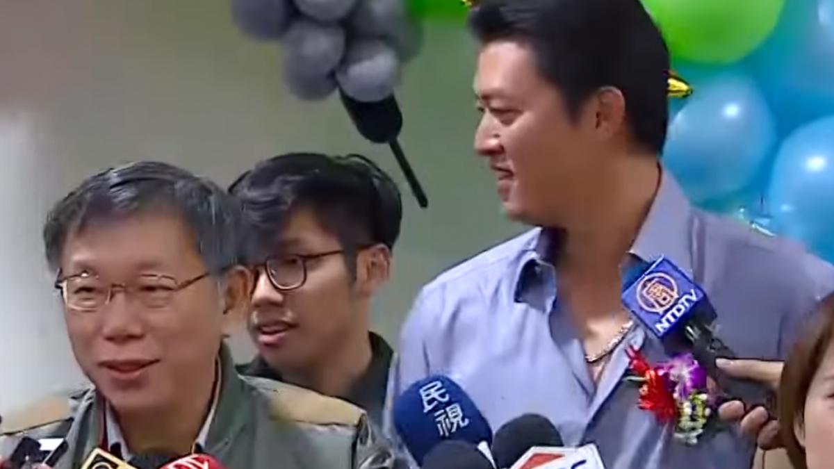 同台王建民唱生日歌 柯P:你有190公分?