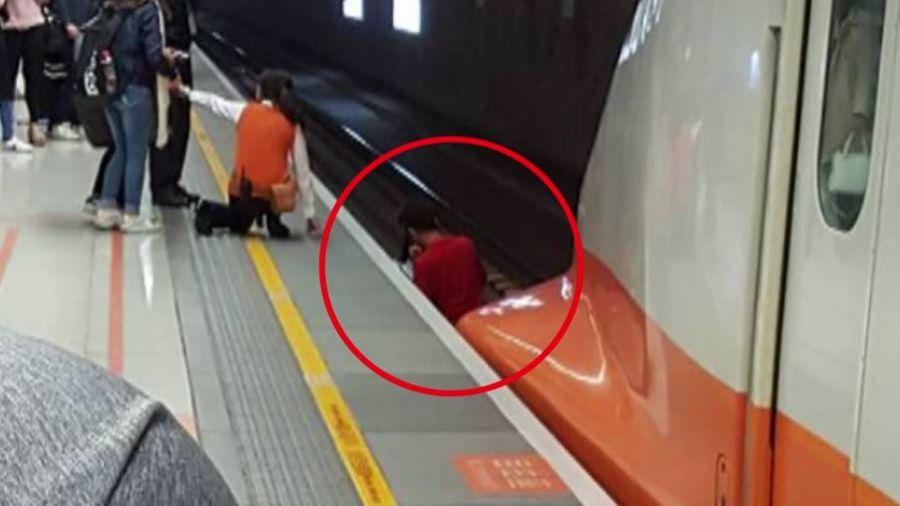 高鐵進站…女突頭暈落軌 勇男秒跳月台救人!差30公分被撞