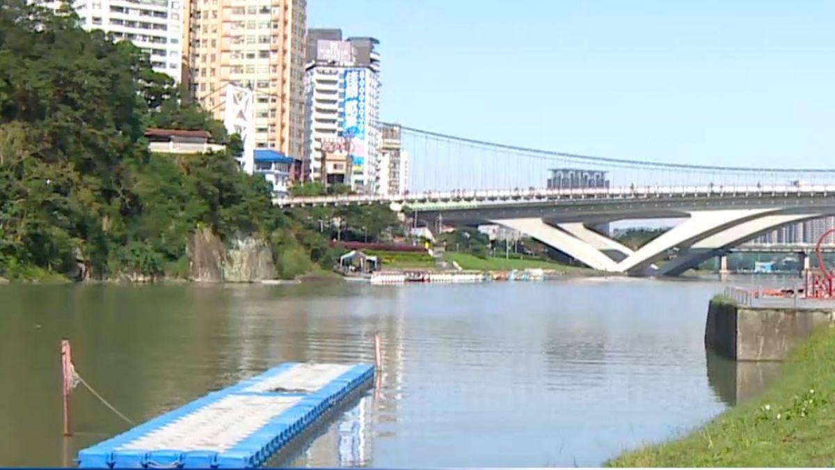 陸夫妻碧潭偷比賽用艇 翻覆落水遭救起