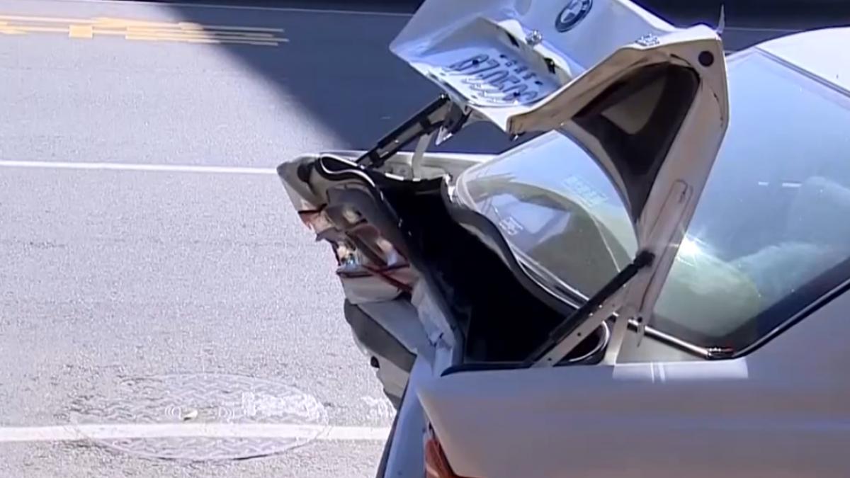 恍神連撞路邊四台車 民眾:是裝置藝術嗎