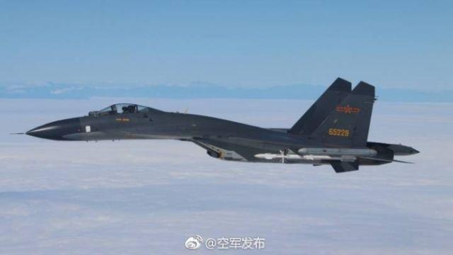 共軍擱來亂!殲11掛飛彈繞台 官方PO照炫:巡航什麼島?