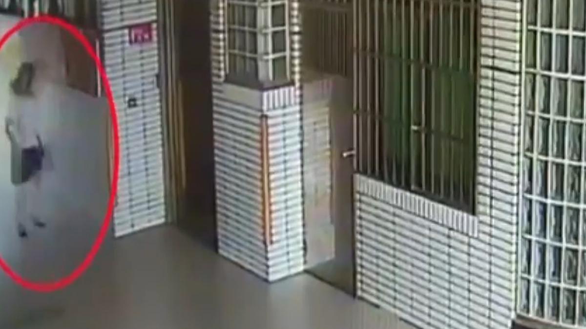 男偷制服變裝潛國中女廁 遭警壓制逮人