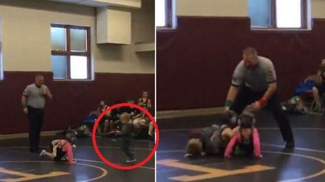 【影片】萌翻!姊姊摔角比賽被弄倒 弟弟狂奔毆打對方