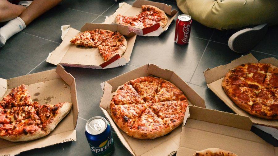 女童錯過比賽被禁吃披薩 老師還公審:她有資格吃嗎