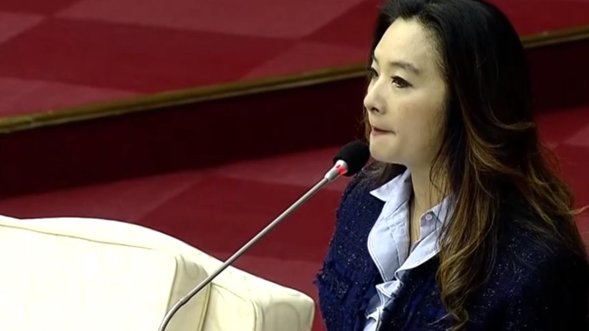周刊爆疑綁標跆拳道賽 應曉薇嗆:不告是小狗