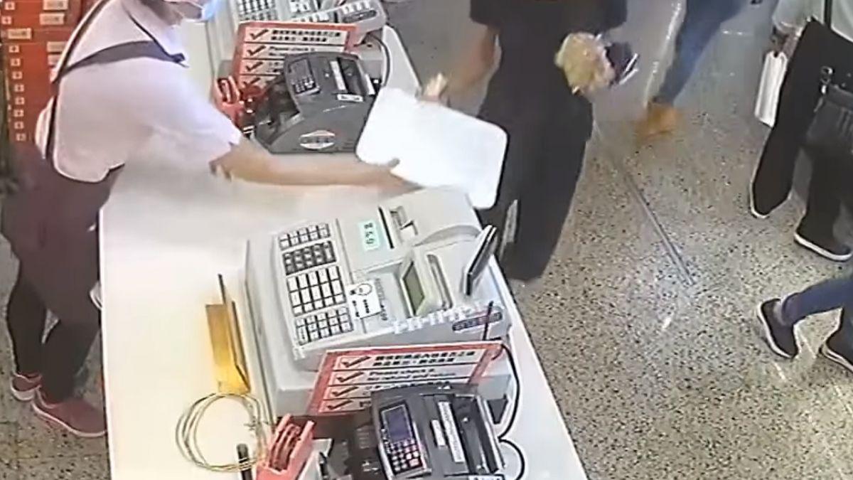 知名「佳德糕餅」遭竊 女狂偷糕餅、淡定逃逸