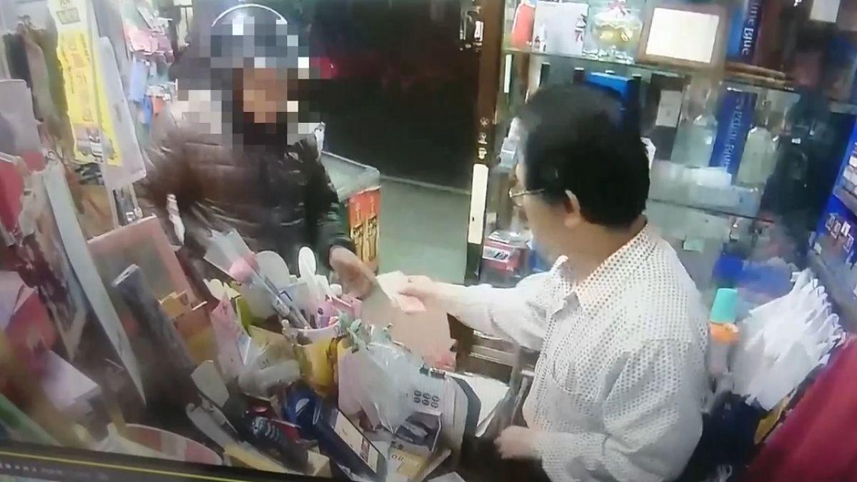 男拿500元假鈔結帳 雜貨老闆急攔報警