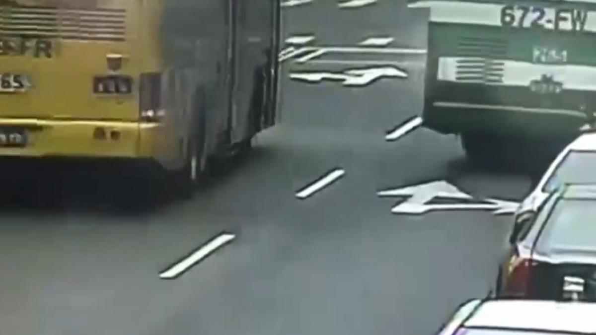 故障公車引擎蓋傷人! 控客運要司機「自願離職」