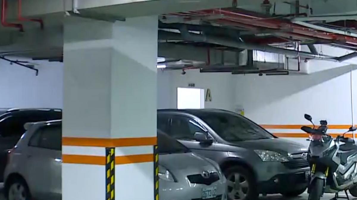 自家車位停轎車和重機 遭管委會開單罰千元