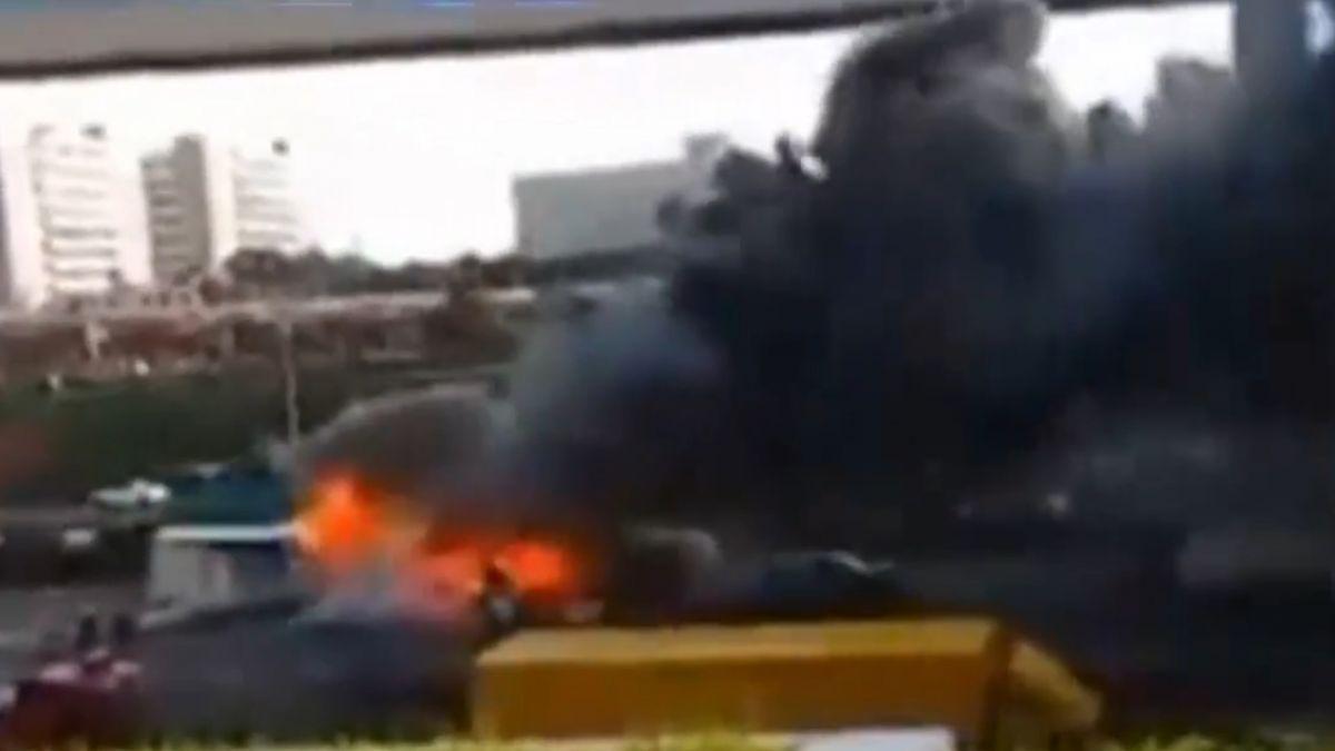 貨車未煞車撞 廂型車變形電瓶起火釀3死