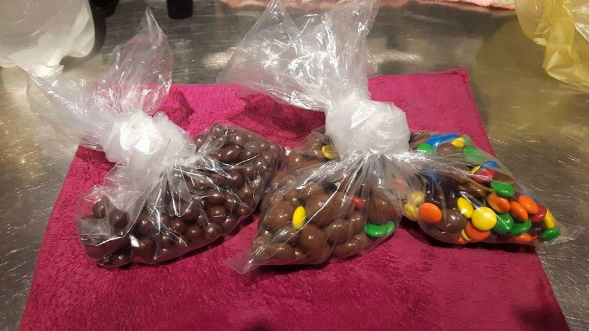 墾丁滷味翻版? 士林夜市巧克力2小袋455元